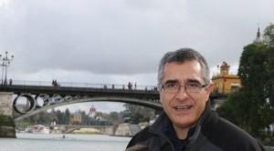 Cristobal Amo con el Puente de Triana